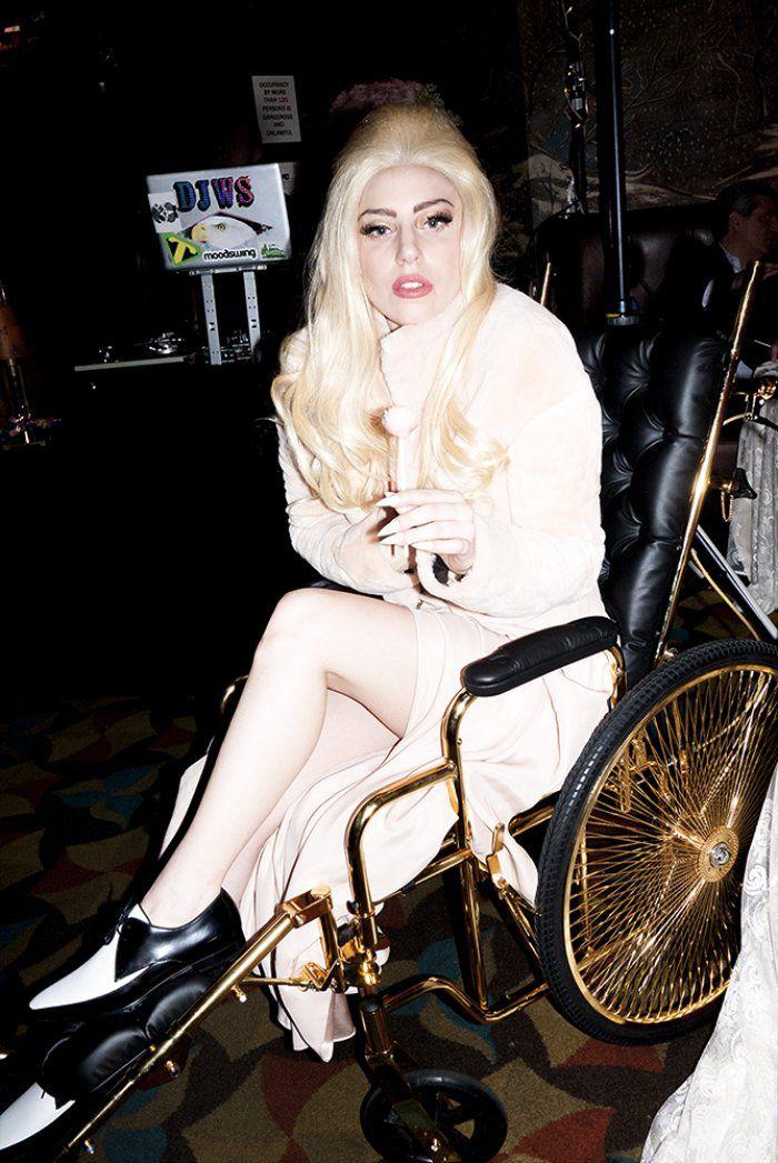 Lady GaGa встала на ноги и сменила имидж