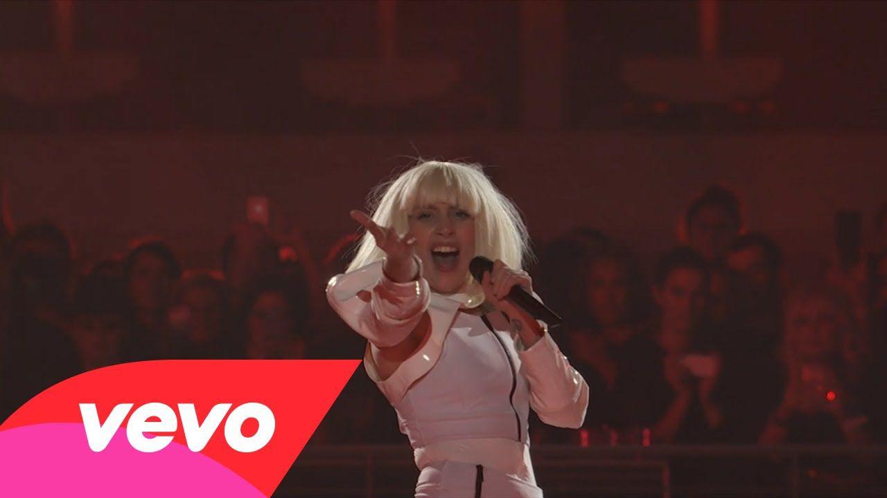 Lady Gaga получила десять наград от Vevo